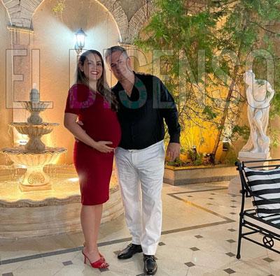 Vestillero en Miami con su mujer