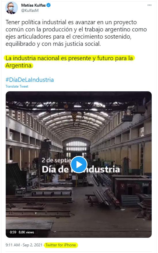 Matias Kulfas tuiteando desde su iPhone - El Disenso